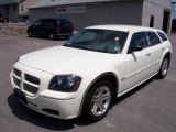 2005 Cool Vanilla White Dodge Magnum SXT #10143496