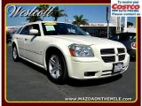 2005 Cool Vanilla White Dodge Magnum R/T #1011163