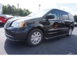 2016 Chrysler Town & Country Brilliant Black Crystal Pearl