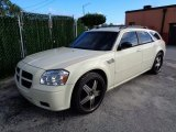 2005 Cool Vanilla White Dodge Magnum SXT #110057155
