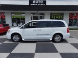 2016 Bright White Chrysler Town & Country Limited #114176266