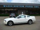 2005 Performance White Ford Mustang V6 Deluxe Coupe #12134614