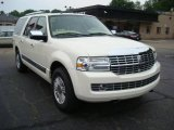 2007 Lincoln Navigator L Luxury 4x4 Front 3/4 View