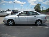 2005 CD Silver Metallic Ford Focus ZX4 S Sedan #15105180