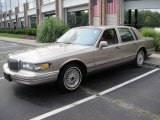 1995 Lincoln Town Car Signature Data, Info and Specs