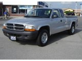2004 Bright Silver Metallic Dodge Dakota SXT Club Cab #16678688