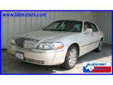 2005 Ceramic White Tri-Coat Lincoln Town Car Signature Limited #16910156