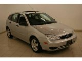 2005 CD Silver Metallic Ford Focus ZX5 SES Hatchback #18796764