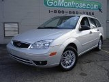 2005 CD Silver Metallic Ford Focus ZXW SES Wagon #19206779
