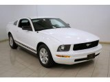 2006 Performance White Ford Mustang V6 Deluxe Coupe #21389033