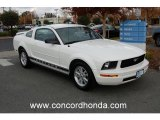 2006 Performance White Ford Mustang V6 Deluxe Coupe #22871803