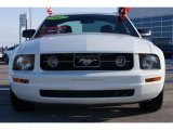 2007 Performance White Ford Mustang V6 Deluxe Coupe #24945371