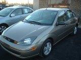 2004 Arizona Beige Metallic Ford Focus SE Sedan #25063193
