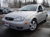 2005 CD Silver Metallic Ford Focus ZX5 SES Hatchback #25580844