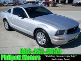 2007 Performance White Ford Mustang V6 Deluxe Coupe #25709912