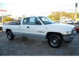 2000 Dodge Ram 1500 ST Extended Cab Data, Info and Specs