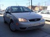 2003 CD Silver Metallic Ford Focus SE 2.3 Sedan #27169998