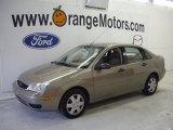 2005 Arizona Beige Metallic Ford Focus ZX4 SE Sedan #27324924