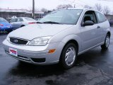 2005 CD Silver Metallic Ford Focus ZX3 SE Coupe #27448994