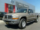 2004 Light Almond Pearl Metallic Dodge Dakota SLT Club Cab 4x4 #27920347