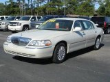 2005 Ceramic White Tri-Coat Lincoln Town Car Signature L #2812745