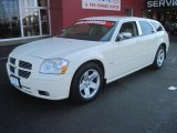 2005 Cool Vanilla White Dodge Magnum R/T #28403073