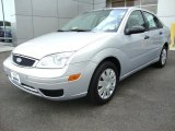 2005 CD Silver Metallic Ford Focus ZX4 S Sedan #30616176