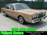 Lincoln Town Car 1985 Data, Info and Specs