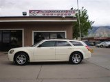 2005 Cool Vanilla White Dodge Magnum SXT #30816769