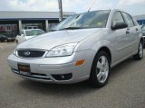 2005 CD Silver Metallic Ford Focus ZX5 SES Hatchback #33328322