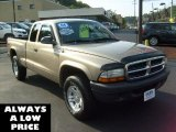 2004 Light Almond Pearl Metallic Dodge Dakota SXT Club Cab 4x4 #35551313