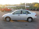 2003 CD Silver Metallic Ford Focus SE Sedan #38270439