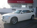 2005 Cool Vanilla White Dodge Magnum R/T #3810691