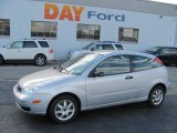2005 CD Silver Metallic Ford Focus ZX3 SE Coupe #38548898