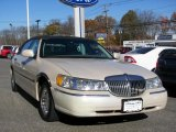 Lincoln Town Car 2002 Data, Info and Specs