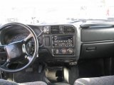 2002 Chevrolet S10 LS Crew Cab 4x4 Dashboard