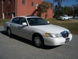 Lincoln Town Car 1998 Data, Info and Specs