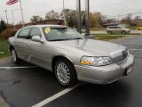 Lincoln Town Car 2004 Data, Info and Specs