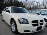 2005 Cool Vanilla White Dodge Magnum SXT #40219432