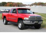 2000 Dodge Ram 2500 SLT Extended Cab 4x4 Front 3/4 View