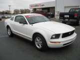 2007 Performance White Ford Mustang V6 Deluxe Coupe #40756284