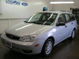 2005 CD Silver Metallic Ford Focus ZXW SES Wagon #40879986
