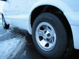 2002 Chevrolet Astro LS Wheel