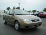 2005 Arizona Beige Metallic Ford Focus ZX4 SES Sedan #392644