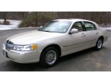 Lincoln Town Car 2000 Data, Info and Specs