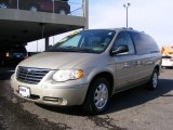 Chrysler Town & Country 2005 Data, Info and Specs