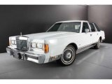 Lincoln Town Car 1989 Data, Info and Specs