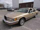 Lincoln Town Car 1990 Data, Info and Specs