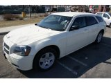 2005 Cool Vanilla White Dodge Magnum SXT #46344836