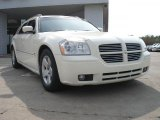 2005 Cool Vanilla White Dodge Magnum R/T #48268776